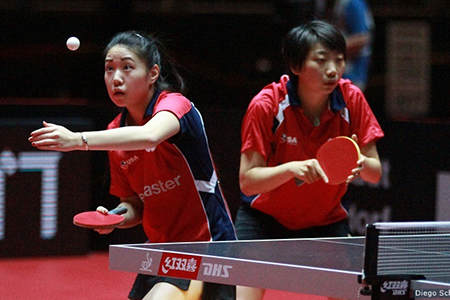 Cal's Lily Zhang and Texas Wesleyan's Yue Wu at the 2017 ITTF World Table Tennis Championships