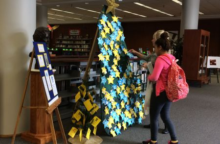 Mels on Wheels Tree 2015 in Library